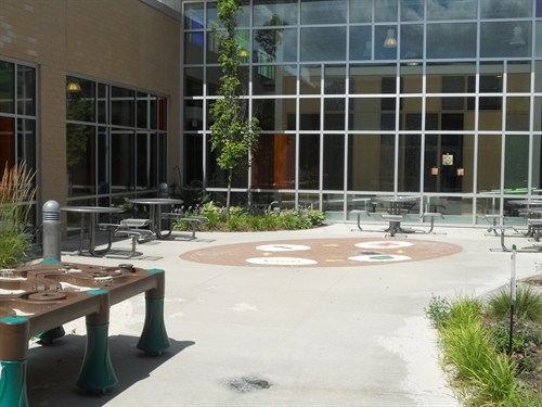 photo of courtyard view.