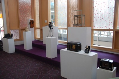 photo of many displays of antique technology of radios, computers, etc.