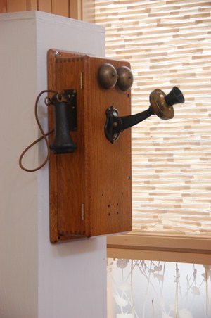 photo of vintage telephone.