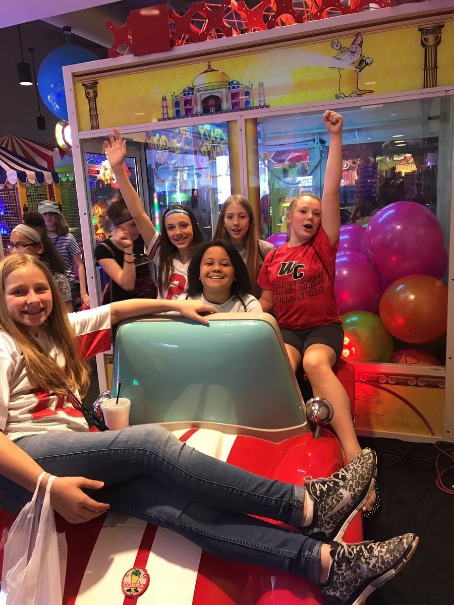 Group of WRMS students in front of an arcade