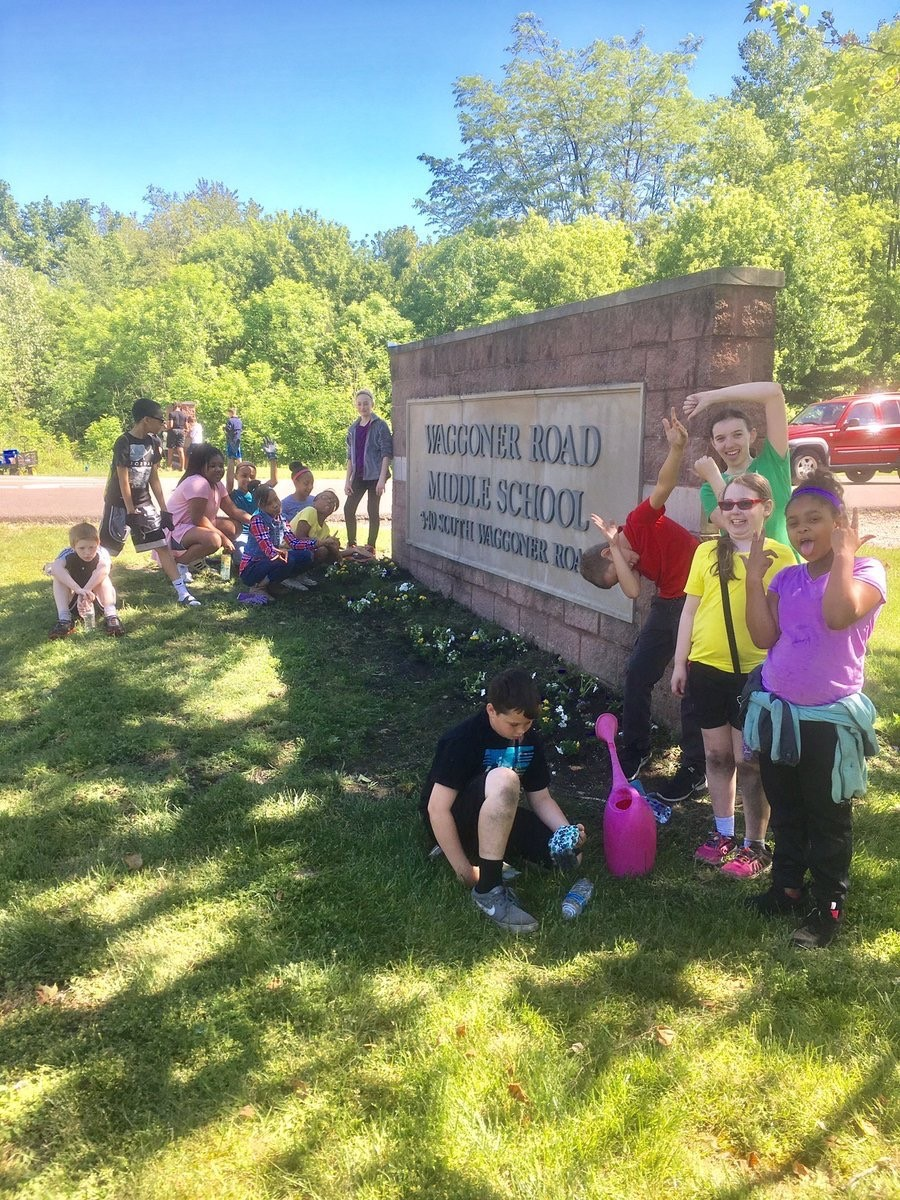 Students in front of the WRMS Sign